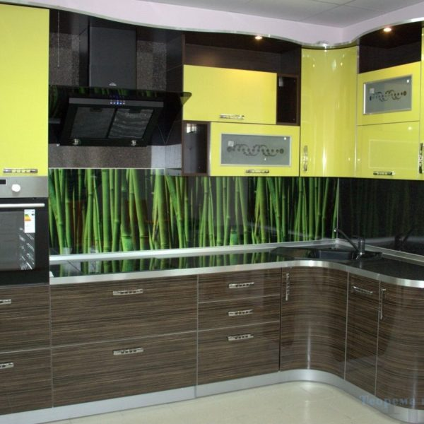 Угловая комбинированная современная кухня